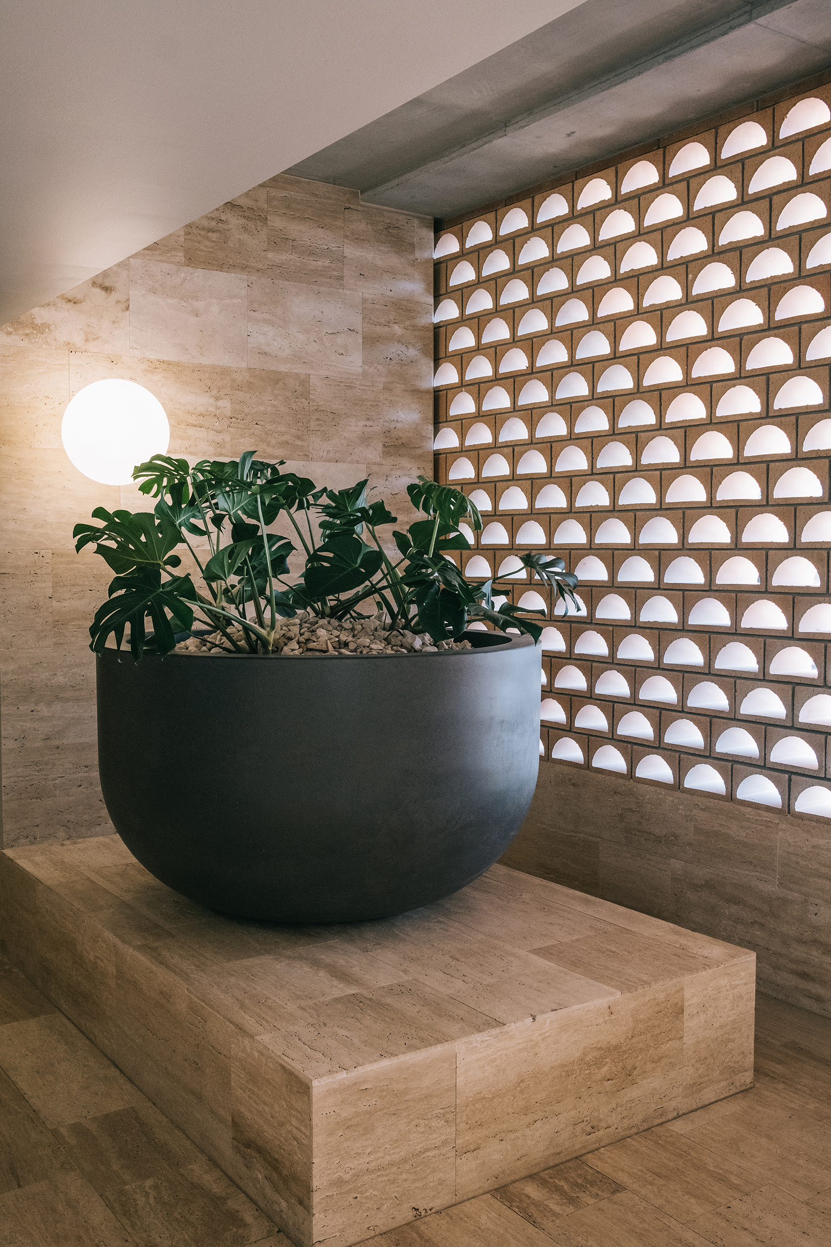 the_calile_hotel_detail_architecture_pot.jpg