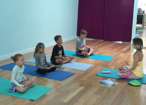 happy baby yoga classes for everyone