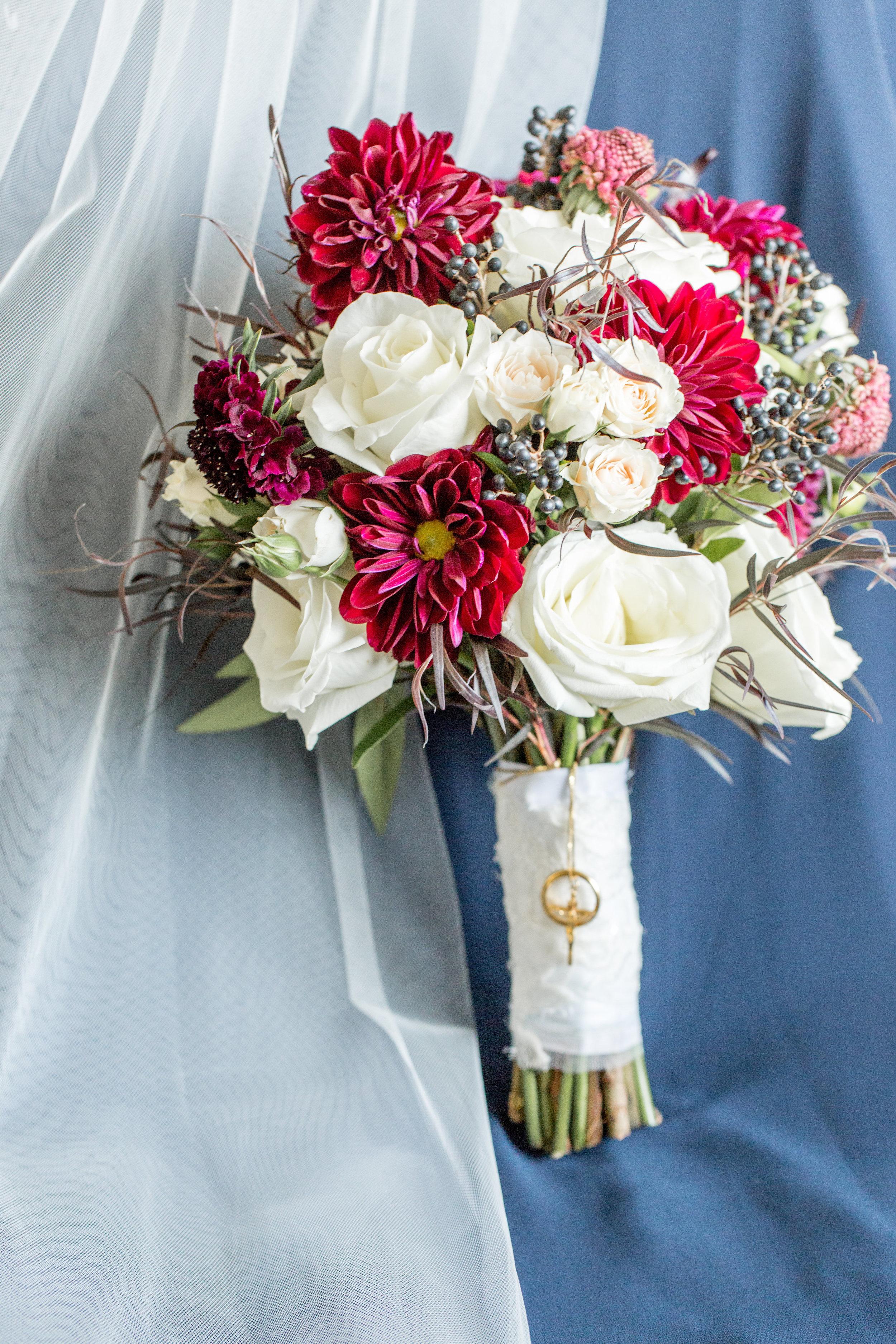 Izar Wedding bouquet.jpg