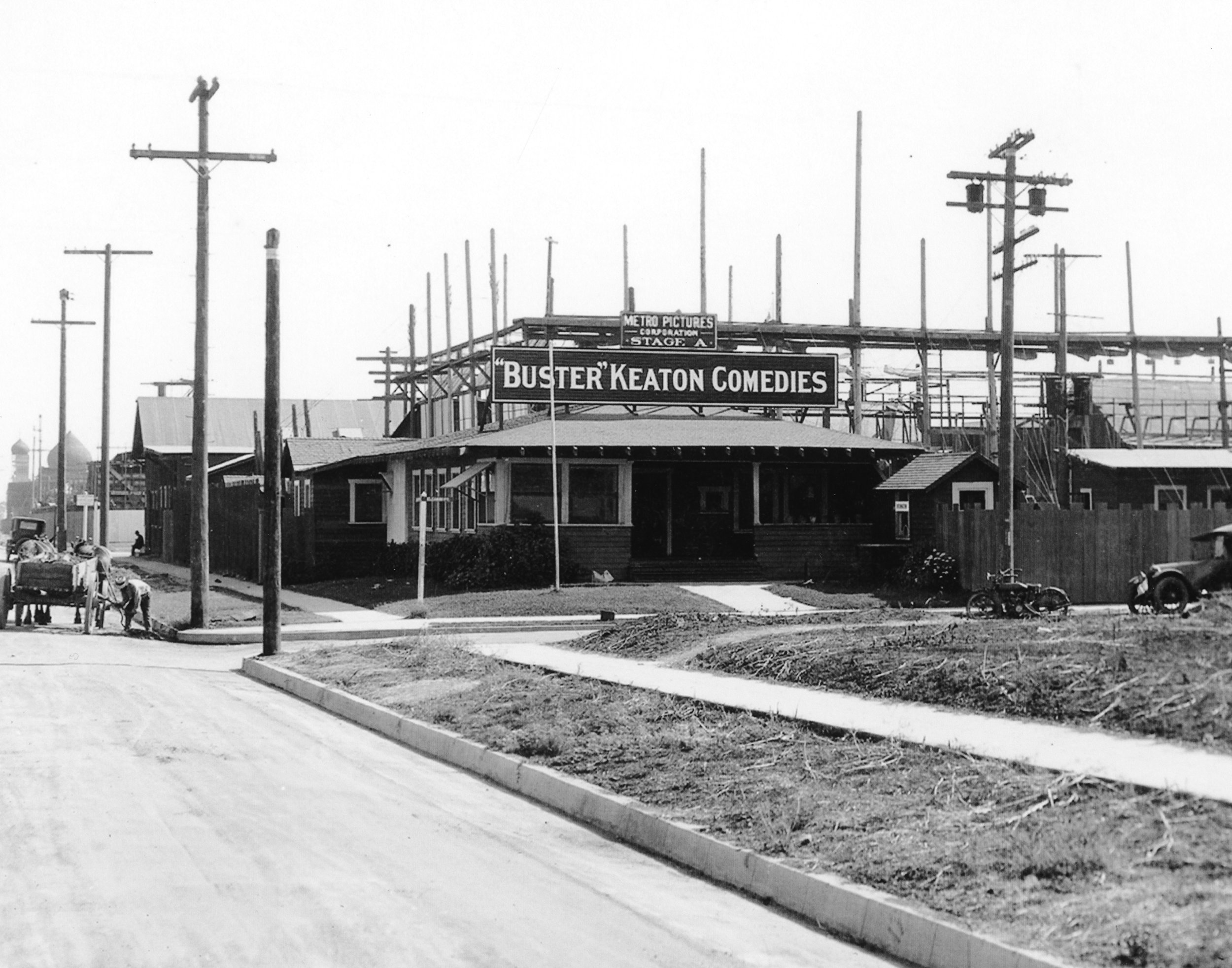 KEATON STUDIO 1920 PHOTO CREDIT-Bison Archives.jpg