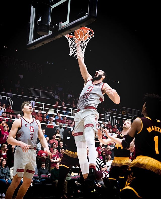 knocking off #16 ASU and a career night for dbg #proudroomie🎄🎄🦒🎄🎄 don't get caught 😴 on this team...