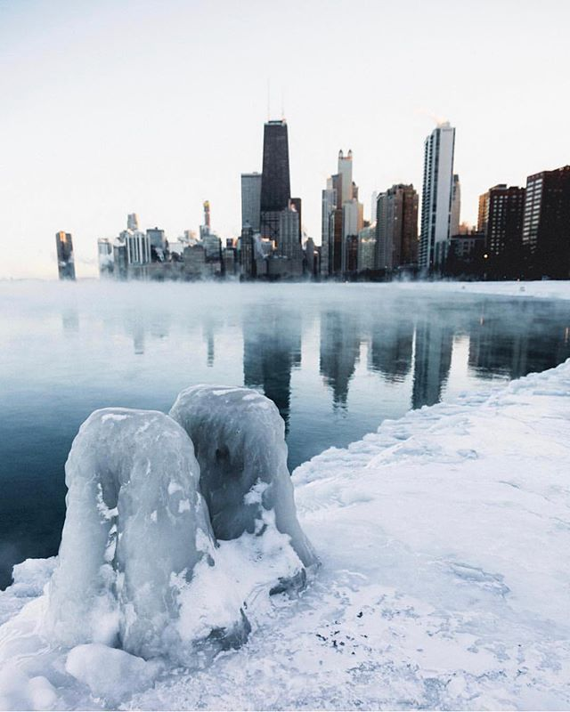 I said... BRRRR.... it's cold in here. There must be a #polarvortex in the atmosphere. Good thing we have #TheRoundTrip in our inboxes to dream of warmer escapes. Oh you don't? Sign up through the bio link to never miss a getaway. #chicago 📸: @thelensoftruth