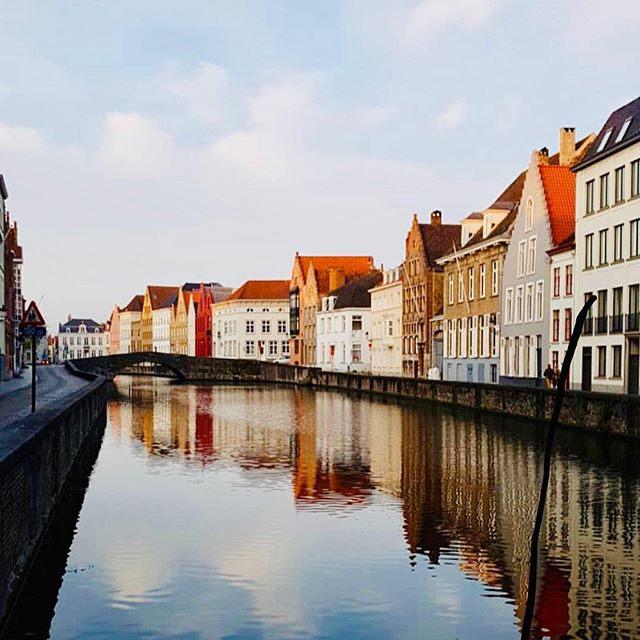 ✨Pic of the Week in @the_round_trip newsletter from @bbangle3030 in #Bruges #Belgium🇧🇪 ✨  Did you read this week?! We featured $200 RT flights to US Virgin Islands from 23 cities, and a 4 night all-inclusive vacay to Cancun (flights included) for $548 per person! ———————————————————— #flightdeals #cheapflights #visitbruges #visitbelgium #topbelgiumphoto #brugescanal #inbruges #theroundtrip #beautifuldestination #travel #womenwhotravel #gltlove #glt #forbestravelguide #travelzoo #googleflights