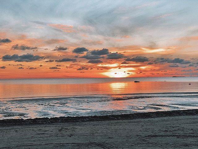 А вы знали, что название Финского залива менялось несколько раз?🤔 ⠀ В 9 веке он был Водской пятиной В 18 веке – Кронштадтский залив А в 19 веке его называли Маркизовой лужей ⠀ А какое название вам нравится больше всего? Пишите в комментариях😉⬇️