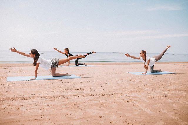 🏝🧘🏻♀ Бери от жизни всё, или как получить эффект модного индийского дзена на пляже в Ленинградской области🤗 ⠀ Свежий морской бриз, шум сосен, утреннее солнце, тёплый песок - мы не зря придумали для вас йогу на пляже! ⠀ Просто приходите и попробуйте максимально впитать в себя всё, что так щедро даёт нам природа! Мягкий режим занятий без ограничения возраста, веса и пола. Подходит всем! ⠀ 🌿 Каждые выходные с 11:00 до 13:00 Занятия бесплатны для Гостей курорта. А также есть возможность записаться на индивидуальные тренировки! ⠀ 🧘🏻♀ Ведущая Ася Крумина, сертифицированный инструктор хатха-йоги ⠀ А какие практики пробовали Вы? 🤸🏻♂ ⠀ #seahomeresort #домуморяспб #курортдомуморя #загородныйкурорт #загородныйотдых #отдыхспб #базаотдыха #отдыхзагородом #финскийзалив #отдыхнафинскомзаливе #йога #йогаспб #йогадлявсех #йогадляначинающих #йогапрактика #йогатерапия