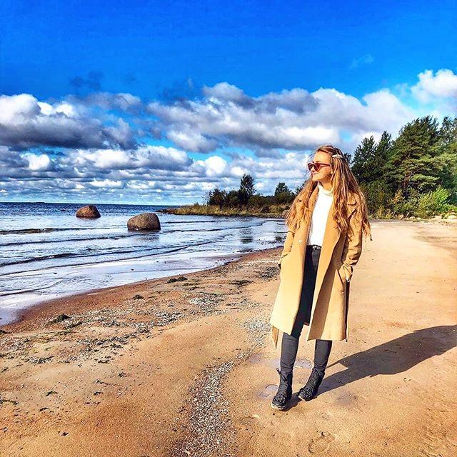 10 дел, которые обязательно нужно сделать в «Доме у моря» этой осенью! ⠀ 1️⃣Приехать на курорт и привезти с собой яркий смешной зонт и самые классные резиновые сапоги ⠀ 2️⃣Погулять в осеннем лесу, шурша разноцветными листьями ⠀ 3️⃣Взять с собой на прогулку термос с обжигающим ароматным глинтвейном ⠀ 4️⃣Собрать красивый букет из листьев ⠀ 5️⃣Устроить необычную осеннюю фотосессию ⠀ 6️⃣Накататься вдоволь на велосипеде по живописным местам, пока не выпал первый снег ⠀ 7️⃣Погреться у большого костра и пожарить на нем шашлык или маршмеллоу ⠀ 8️⃣Устроить свой Октоберфест с друзьями и поиграть в настольные игры ⠀ 9️⃣Попробовать новое вкусное блюдо из тыквы, а ещё можно сделать из неё светильник:) ⠀ 🔟Помечтать у камина, спрятавшись под плед с кружкой горячего чая, пока дождь барабанит по стеклу ⠀ Проводите время с удовольствием в «Доме у моря»! Забронировать отдых можно по телефону +7 812-448-07-39 ⠀ #seahomeresort #домуморяспб #курортдомуморя #загородныйкурорт #загородныйотдых #отдыхспб #базаотдыха #отдыхзагородом #финскийзалив #отдыхнафинскомзаливе