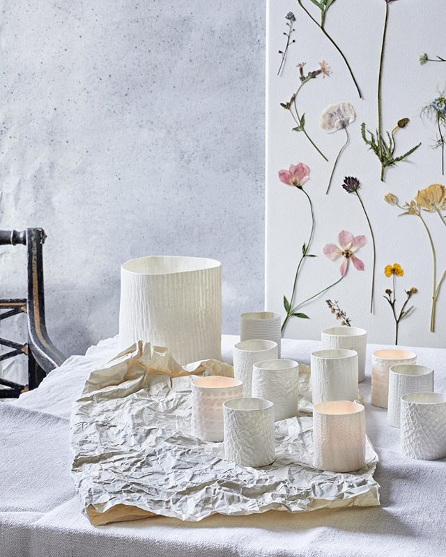 A quiet corner with gorgeous ceramics by @rebeccacowieceramics wallpaper made by @jamjar_flowers and styling by @florence_rolfe 📷 by me @emmaguscott