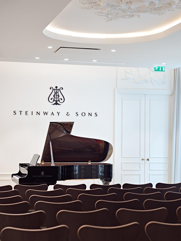 Showroom Steinway & Sons