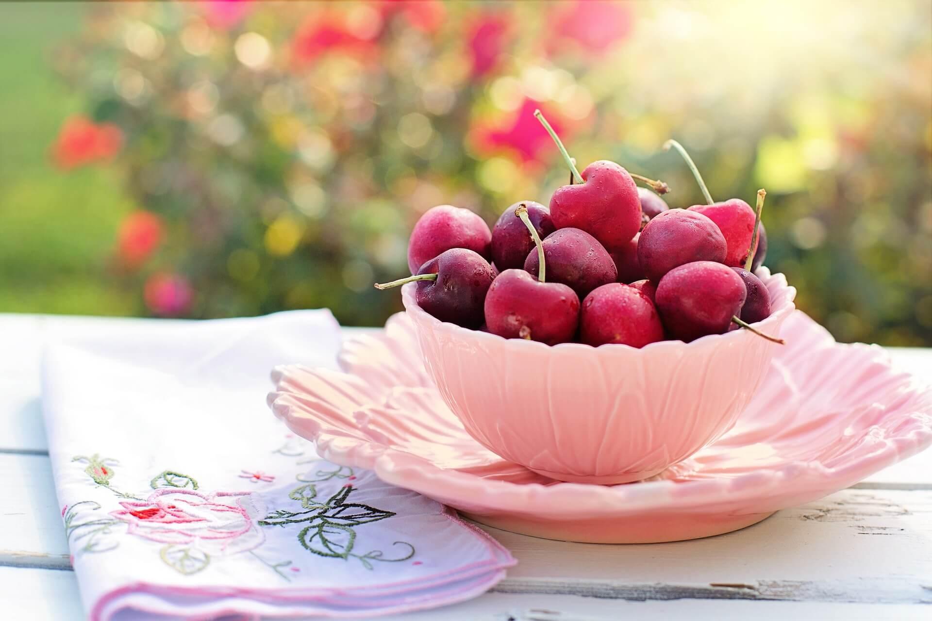cherries-2402449_1920 (1).jpg