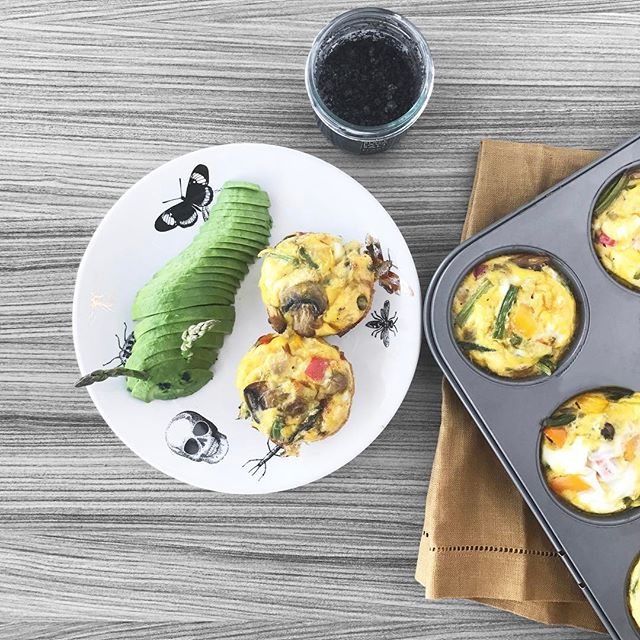 """My egg muffin game is getting swoll!! I'd say my game is at that point of like 6 days in a row workin out, proud of myself but still feeling soft ( you know what I mean ) but I'm gonna wake up feeling shredded the next day 🤔😏 ---  At first I was only making like 6 to a batch which DOES NOT take full advantage of the Egg Muffin Magic ---  now I'm making 12 to a batch and letting my bf eat 3 for breakfast ( or 4, 😮 he's a growing boy at 6'7 feet tall ), I eat 2 and that leaves 7 for the refrigerator. Yep! Snacks for on the go! ---  I was super skeptical if I would like them as """"leftovers"""" which I grew up not believing in ( my dad was a """"finish your plate"""" kind of parent ) ---  but guys, they're delicious cold or re-heated! I even woke up Sunday morning after a ridiculous boozy cowboy themed birthday party the night before with egg on my pillow... so gross, I know, but at least I found the egg muffins instead of the Oreos! #smartchoices #sugarfreemunchies #eggmuffinmagic 🙌🏻 What's your favorite egg muffin recipe? 🐣"""