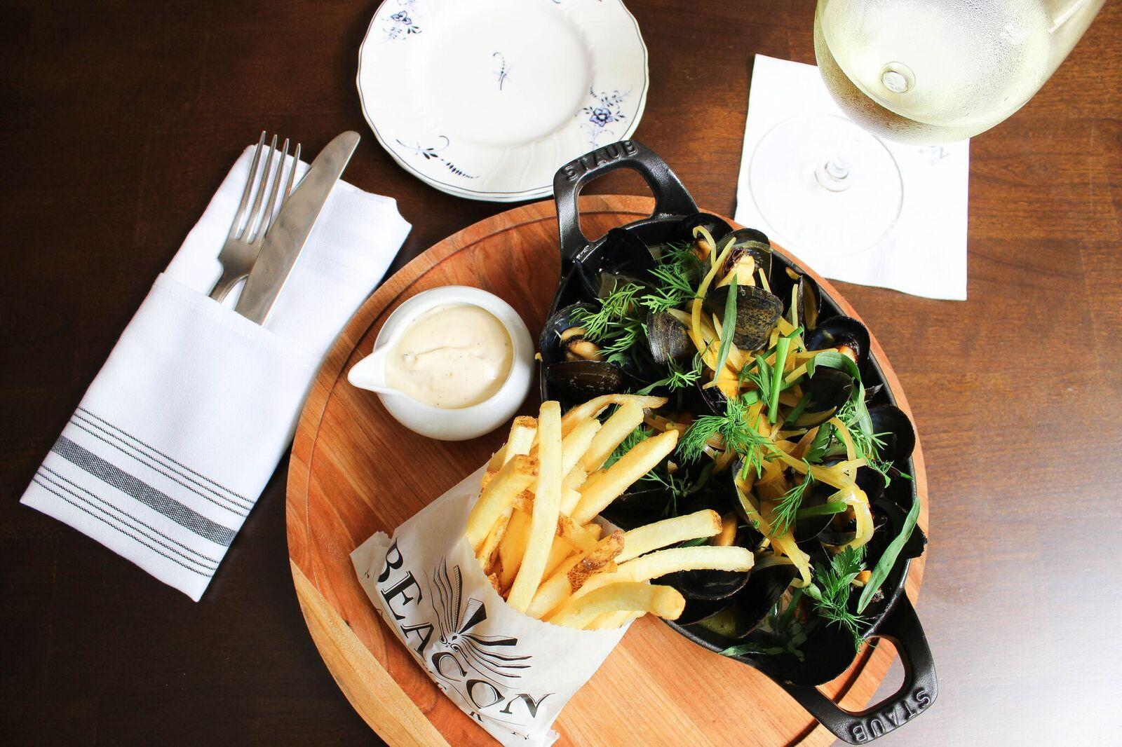 5Beacon_Tavern_mussels_frites_060116_KW.jpg
