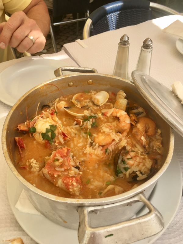 Our amazing seafood pot lunch in Caiscas.
