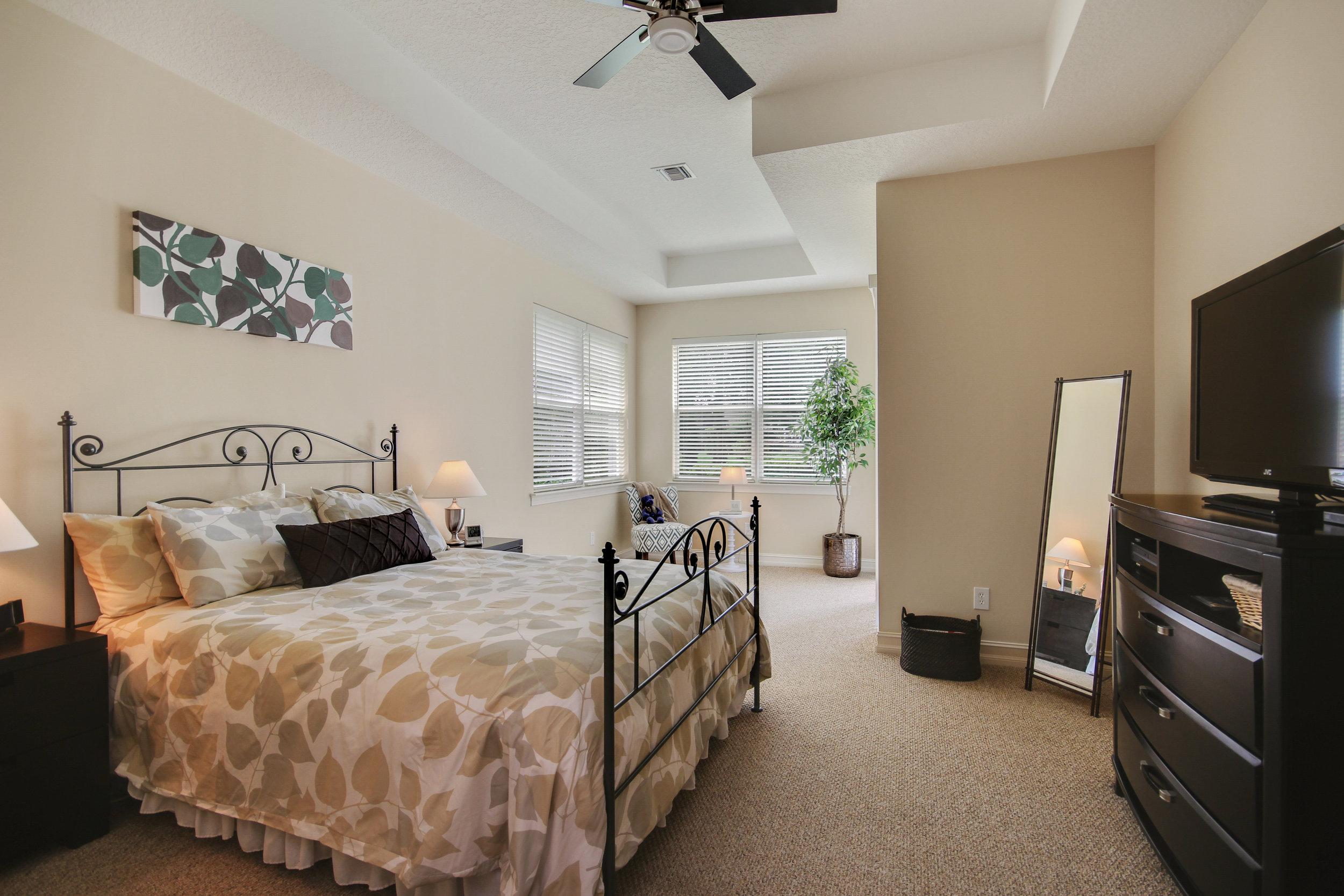 4_bedroom1.jpg