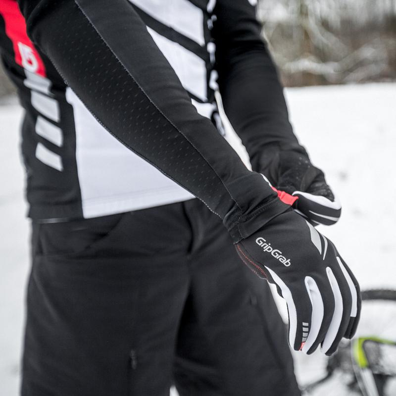 Raptor - The Raptor is a cross-season glove that perfectly combines warmth, breathability, durability and superb grip, making it ideal for MTB and cyclo cross. With maximum breathabilty ensured, this is a high performance glove for the demanding rider