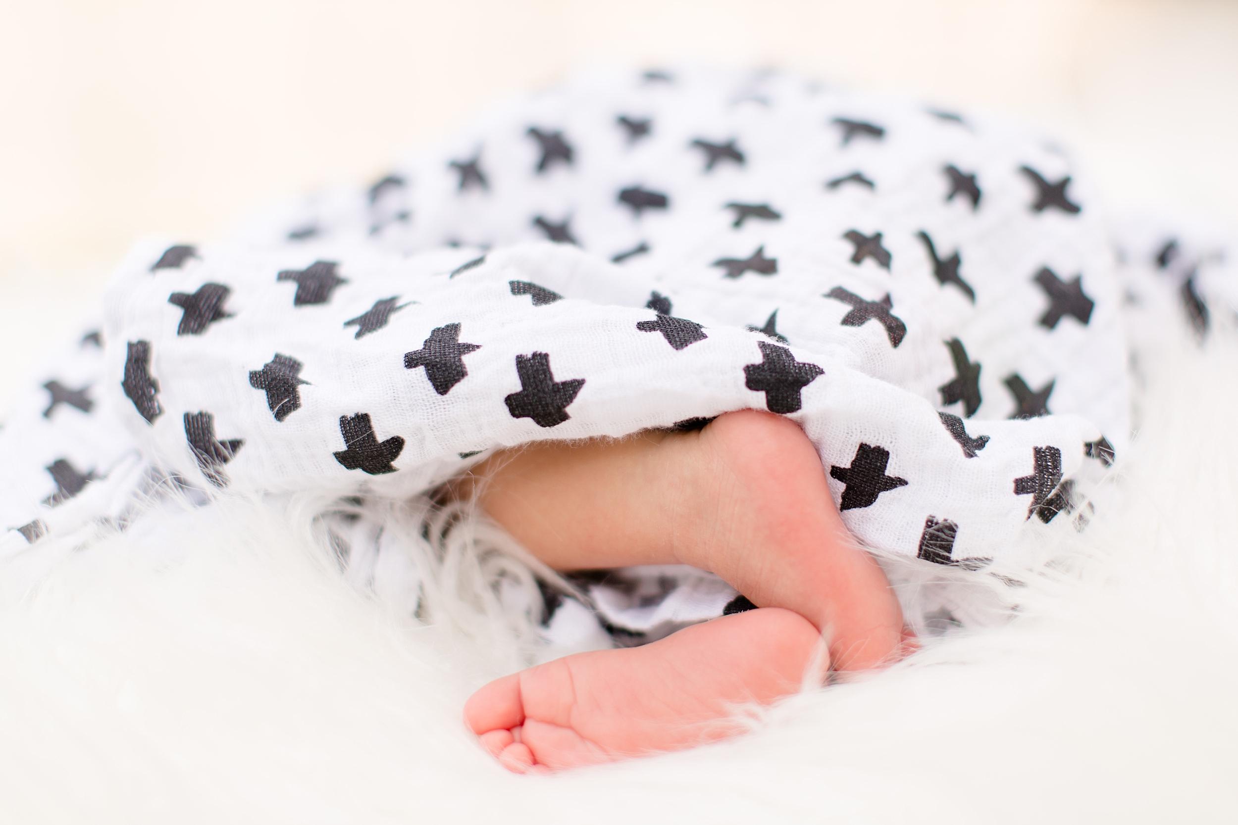 Landon-Schneider-Photography-Newborn-Session-Texas_0075.jpg