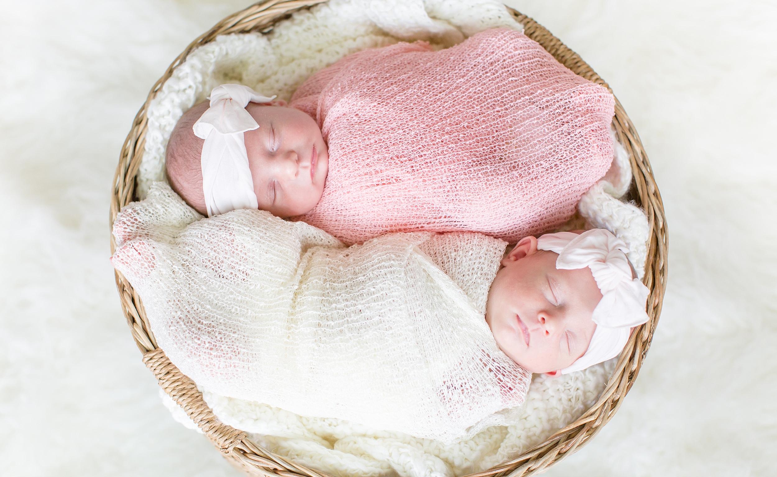 Landon-Schneider-Photography-Holt-Newborn-Session-Texas_0001.jpg