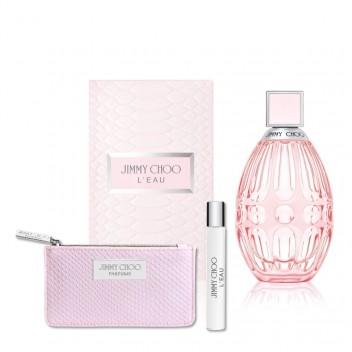 Jimmy Choo: L'eau - Wanneer het een dag is vol meetings en avontuurlijke shoots grijp ik steeds opnieuw naar L'eau: met zijn dynamische en verleidelijke geur is dit parfum perfect voor wanneer je je werkelijk on top of the world voelt – of wilt voelen. Het belichaamt eigentijdse vrouwelijkheid, iets wat je ook kunt terugvinden in het design van het flesje: pure sensualiteit! Een mooie touch of pink die je badkamer meteen opfleurt.