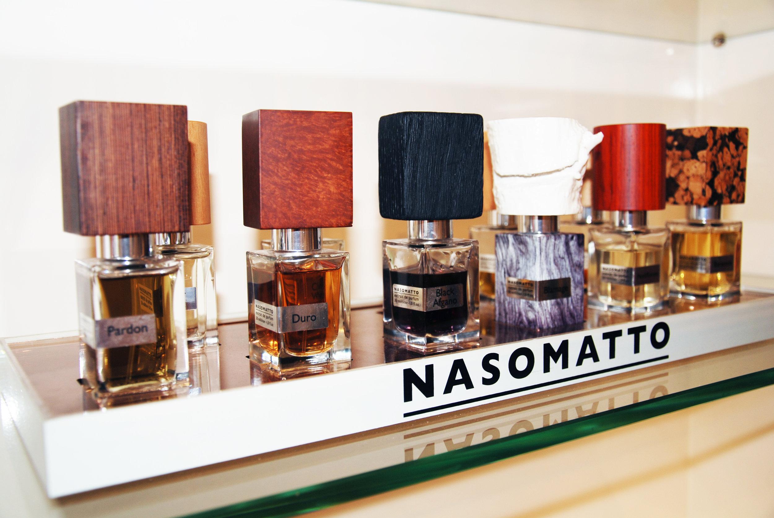 Nasomatto , een Italiaans merk van een flamboyante parfumeur die niets liever doet dan provoceren met zijn geuren. Whisky ( Baraonda ), cannabis ( Black Afgano ), absint ( Absinth )...