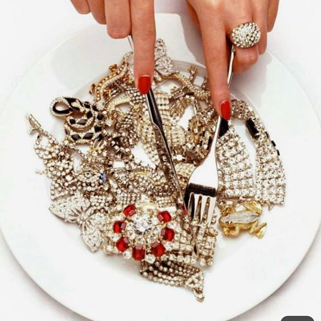 Jewelry for breakfast, that's how we do it . . . . #photography #monday #newweek #jewelry #food #breakfast #girlcrush #girlcrushmagazine #beauty #makeup #diamonds #postoftheday #aesthetic #classy #nails