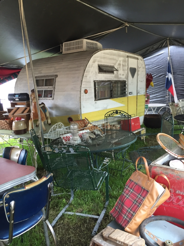 For the last 7 years Tinker Tin has headed out to Texas for the junk shows! Here's a recap of our 2016 Spring visit!