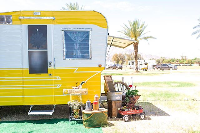 Good morning from the trAiler park ⛺️🌵!! Follow our insta stories today, to watch all the shenanigans unfold!! 📸 @kristinraynorphoto #stagecoach #vintagetrailer