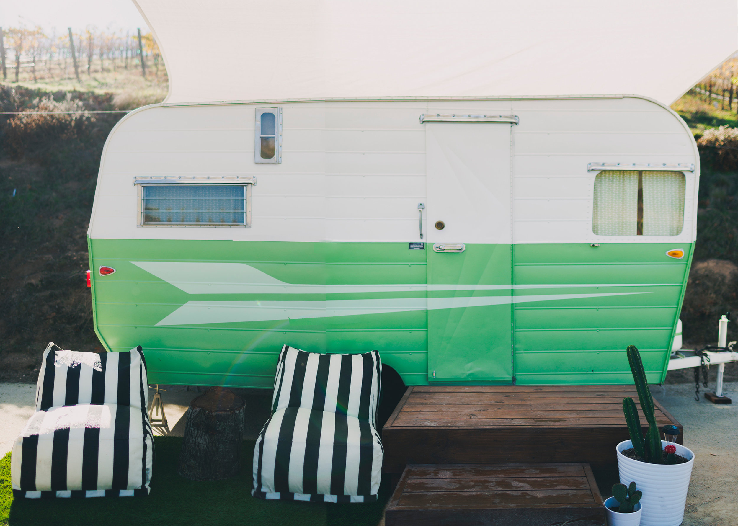 1960'S GREEN VINTAGE TRAILER AVAILABLE FOR MOVIE AND PRODUCTION RENTALS, FOR BACKSTAGE LOUNGES, FILMING, TV & MOVIES, FOR HAIR AND MAKEUP, COMMERCIAL AND CATALOGUE PHOTO SHOOTS & MORE