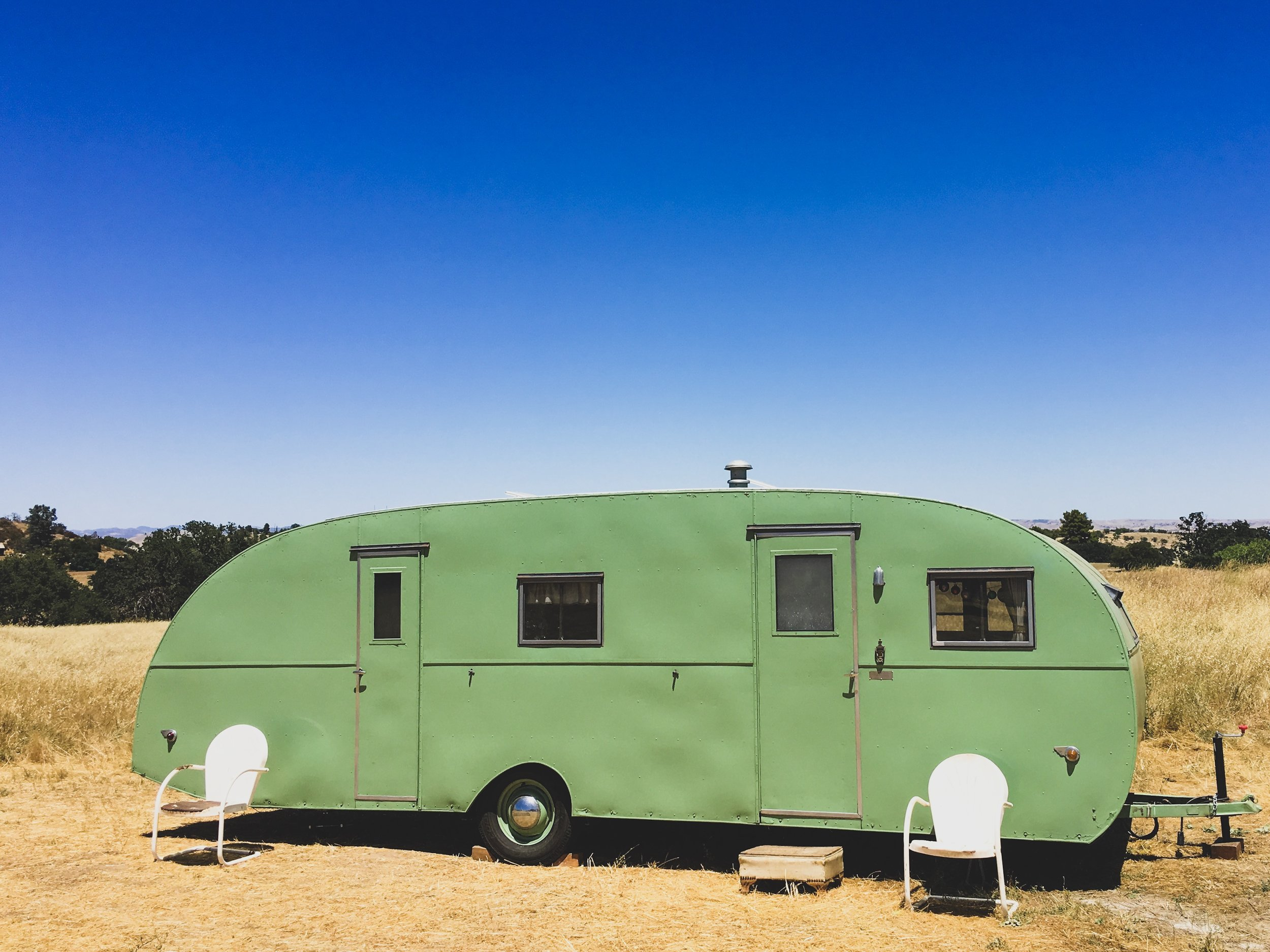 1950'S GREEN MASTERBILT VINTAGE TRAILER AVAILABLE FOR MOVIE AND PRODUCTION RENTALS, FOR BACKSTAGE LOUNGES, FILMING, TV & MOVIES, FOR HAIR AND MAKEUP, COMMERCIAL AND CATALOGUE PHOTO SHOOTS & MORE