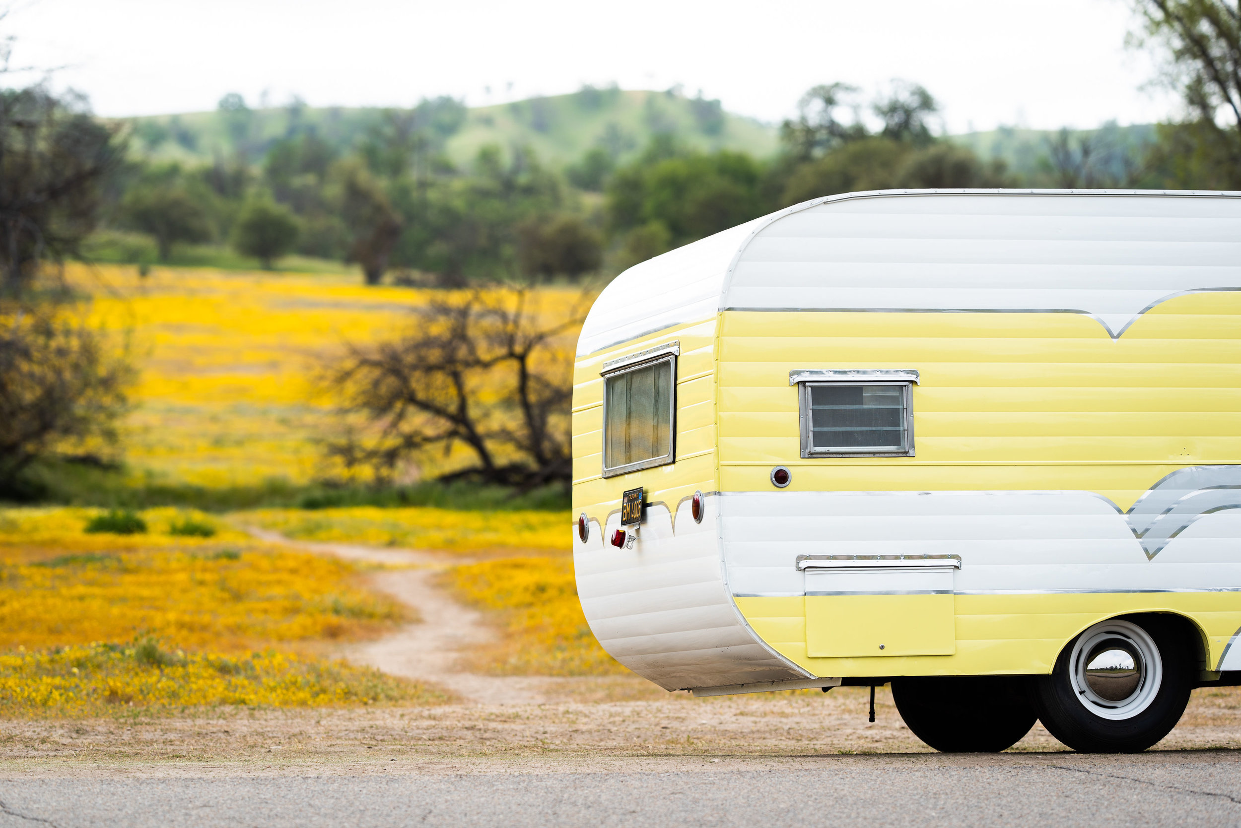 1950'S YELLOW VINTAGE TRAILER AVAILABLE FOR MOVIE AND PRODUCTION RENTALS, FOR BACKSTAGE LOUNGES, FILMING, TV & MOVIES, FOR HAIR AND MAKEUP, COMMERCIAL AND CATALOGUE PHOTO SHOOTS & MORE