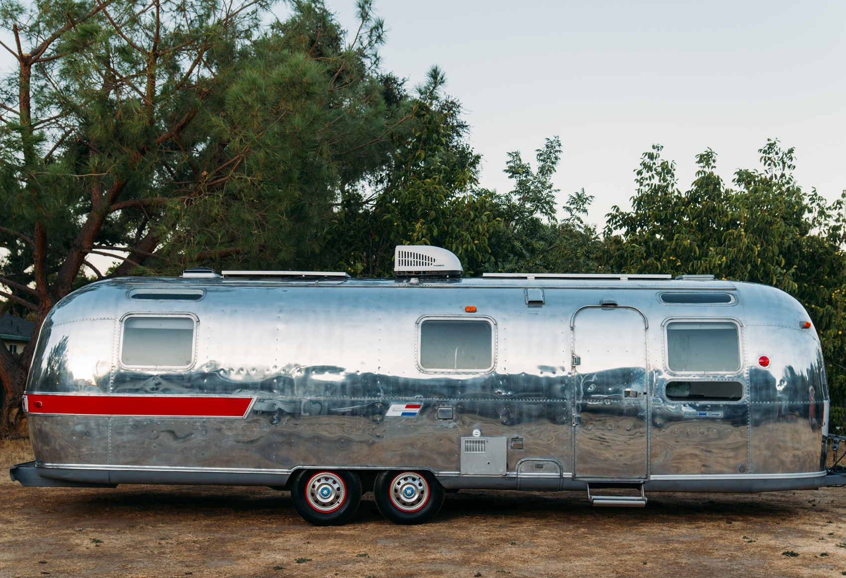 1973 AIRSTREAM VINTAGE TRAILER AVAILABLE FOR MOVIE AND PRODUCTION RENTALS FOR HAIR AND MAKEUP, FILMING AND MORE