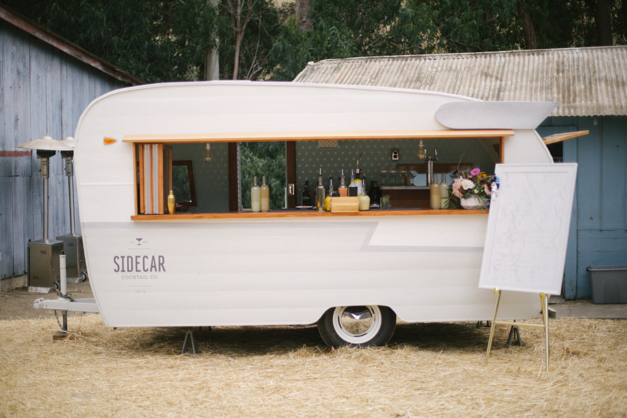 1960'S SHASTA VINTAGE BAR TRAILER AVAILABLE FOR MOVIE AND PRODUCTION RENTALS, FOR BACKSTAGE LOUNGES, FILMING, TV & MOVIES, FOR HAIR AND MAKEUP, COMMERCIAL AND CATALOGUE PHOTO SHOOTS & MORE