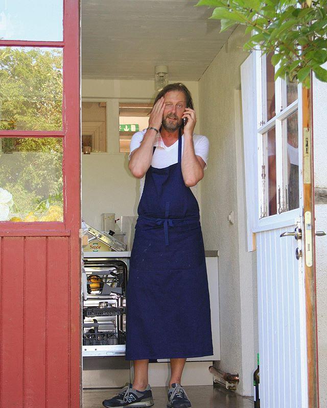 """Torsdag till lördag denna veckan har vi gästkock Jonas Ingerstedt & """"mellanrätts-tema""""  resten av sommaren har vi öppet: måndag & tisdag 12-16 Onsdag STÄNGT samt torsdag -söndag 12-16 & 18-22. Tisdag 16/7 samt söndag 21/7 är gården abonnerad och vi håller då stängt. Vi ses!"""
