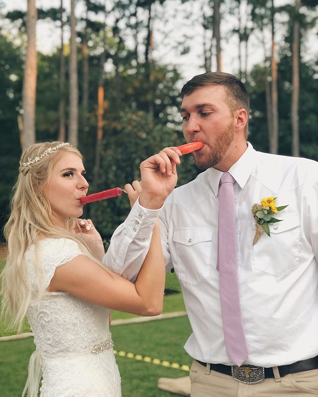 Once you link arms and taste our pops, then it's officially official! 😍 Can you guess which flavors they're holding? ⬇️ . . . . . #weddinginspiration #weddingplanning #weddingphotography #weddingday #weddingideas #weddinginspo #eventplanner #weddingdecor #weddingphotographer #instawedding #weddingdetails #weddingdesign #weddingseason #gettingmarried #weddingplanner #weddingblog #houstonbrides #bridesofhouston #htxwedding #weddingmagazine #weddingvenue #houstonweddingphotographer #texaswedding #weddingdessert #houstonfoodie #houstoneats #houstonfood #houstonlife #htxfoodie #houstonbloggers