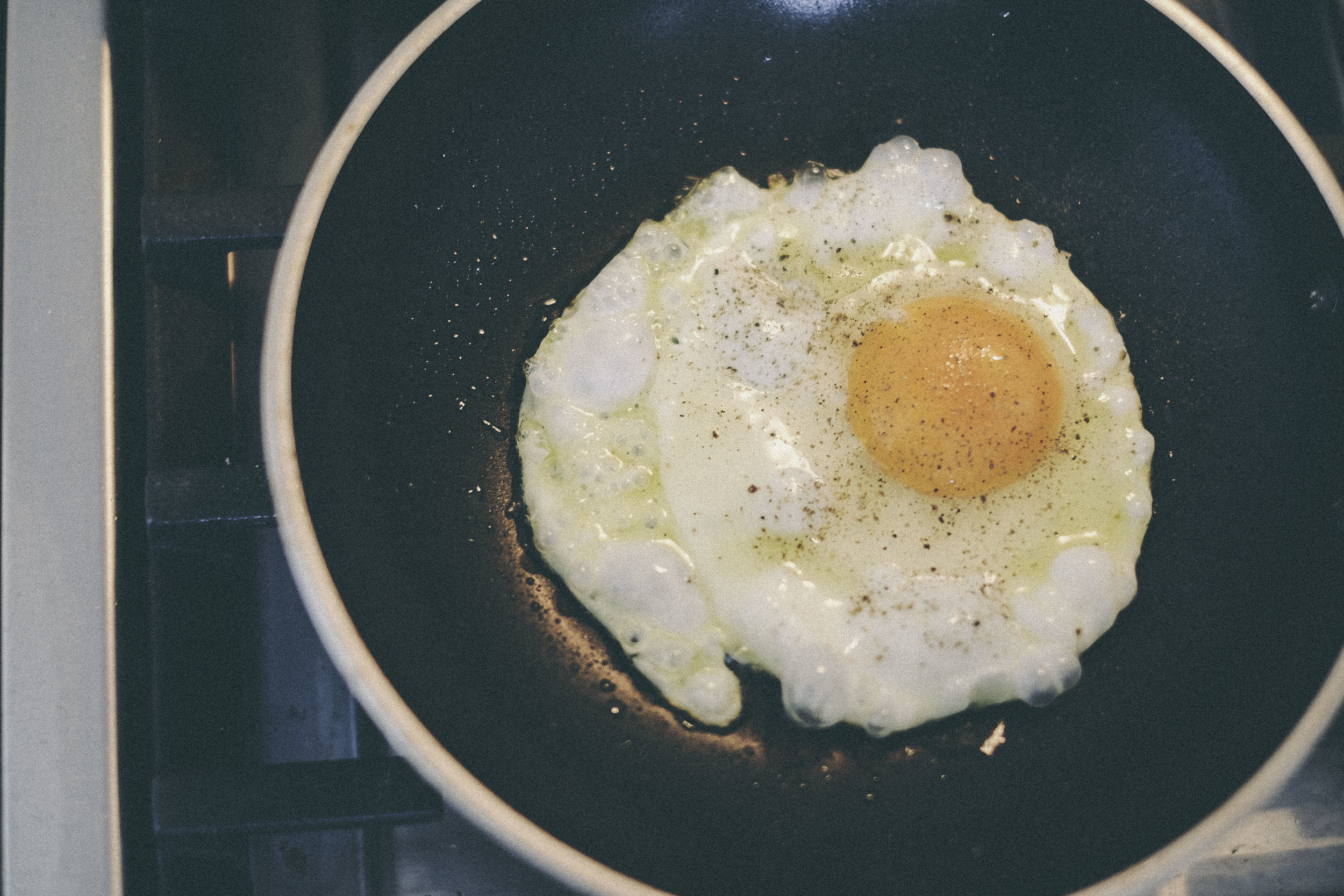 dérrive recipe - mi goreng two ways - fried egg