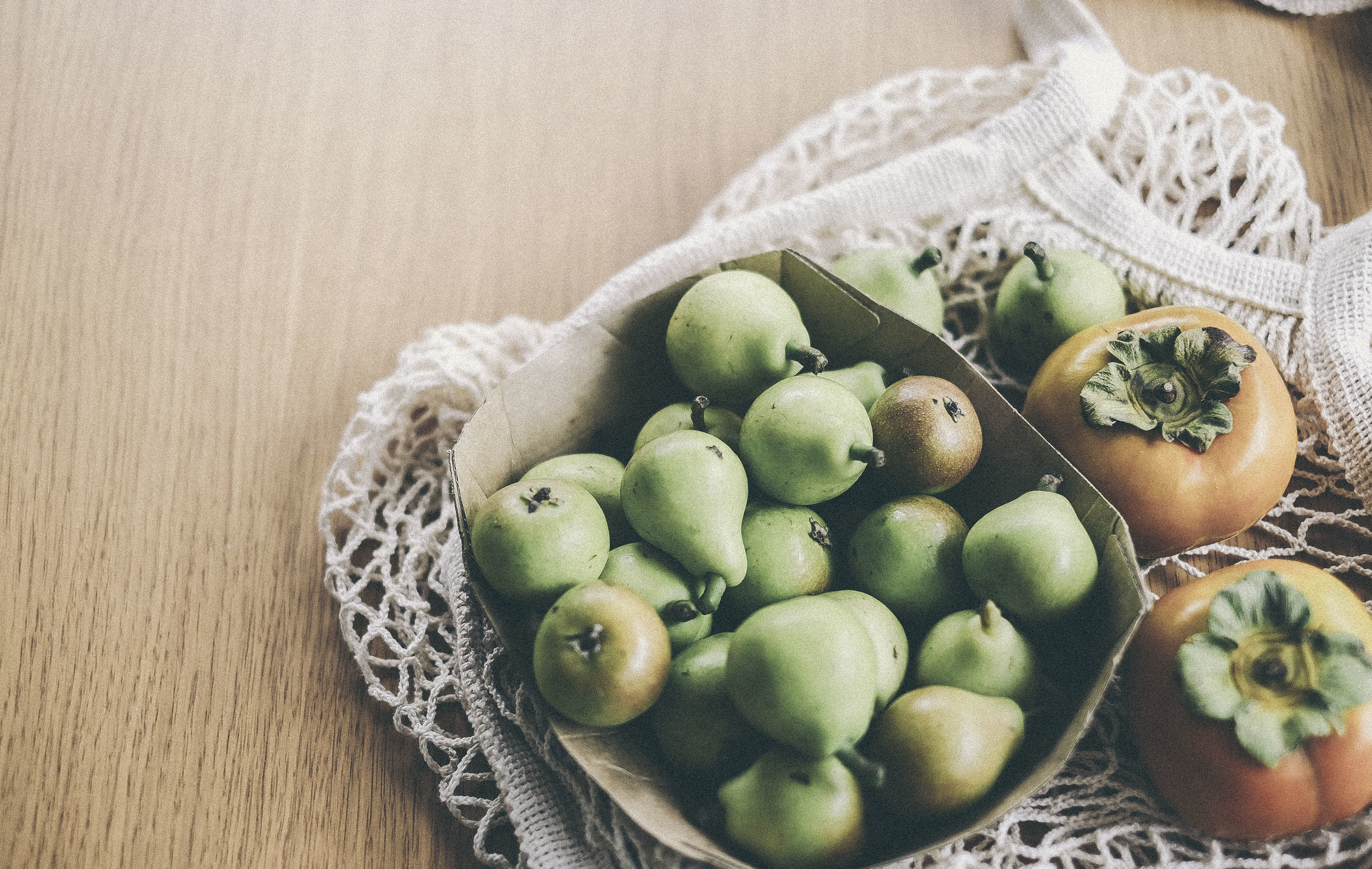 #PERSIMMONS AND #PEARS www.derrive.com #oragnic #fruit #vegetables #foodphotography #vegan #paleo #whole30 #vegetarian