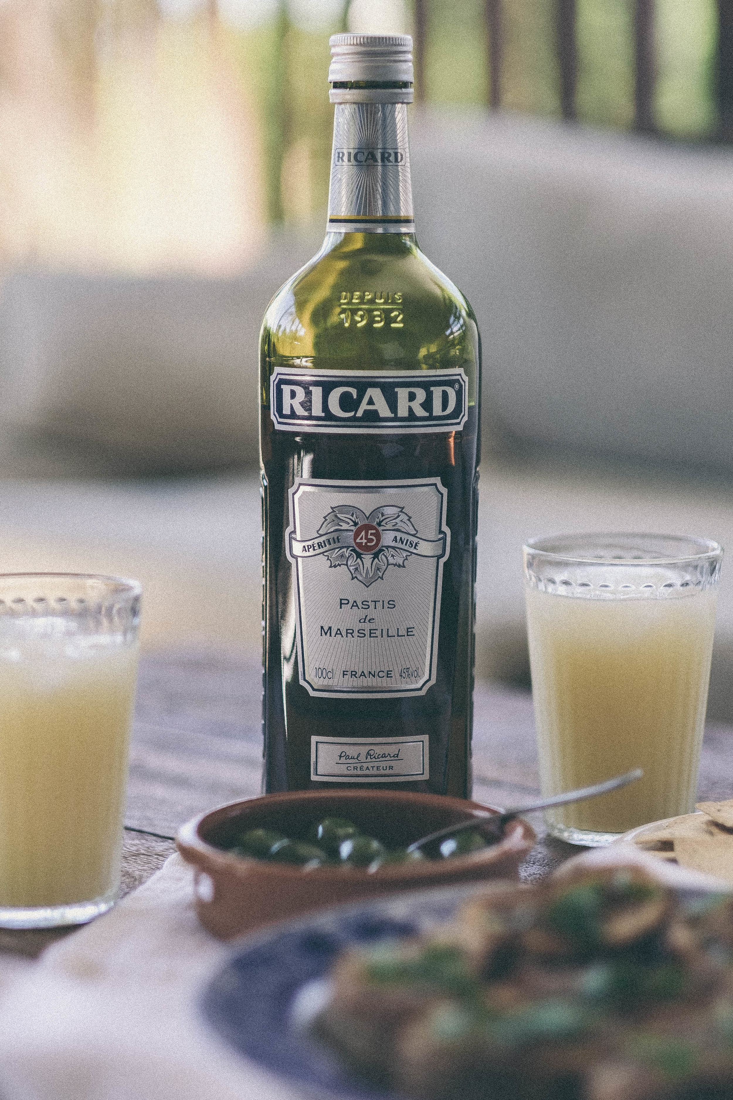 afternoon apéritif: pastis, olives and anchovy crostini #aperitif #ricard #pastis #anchovycrostini #olives #cheese #bread #tapas #entertaining #anise