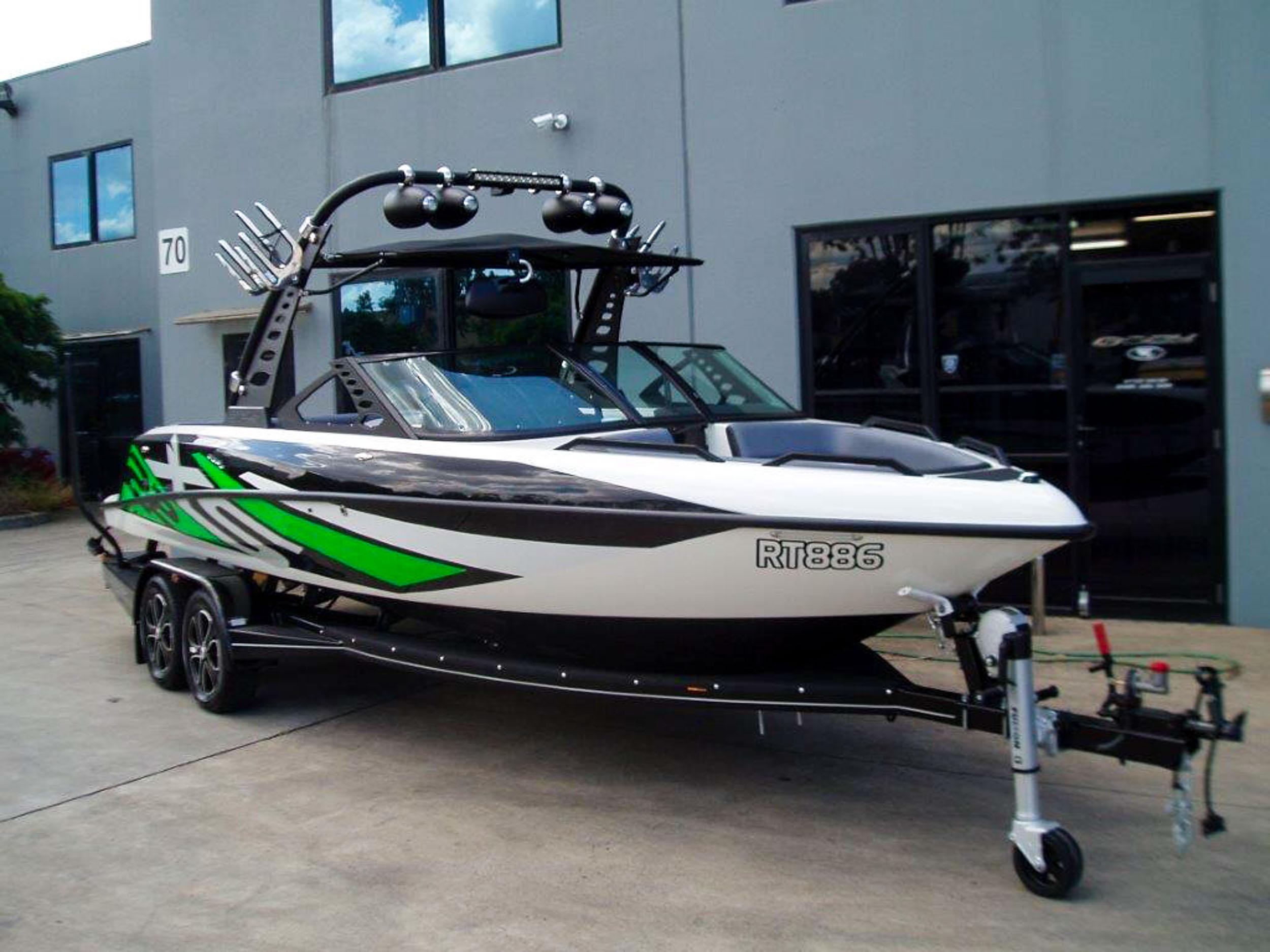 Spy_Boats_XS22-1.jpg
