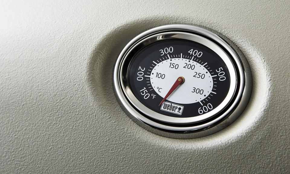Built-in lid thermometer