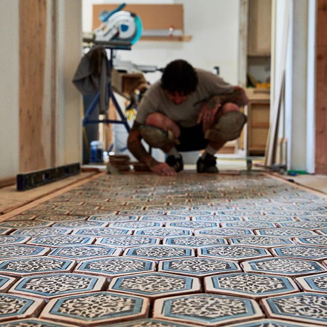 Sometimes we get the fun projects where we can put on shorts and play with hex shapes and ancient patterns for an inlay in a hall breezeway. #inlay #breezeway #hex #setsometile photos by @dinaravila