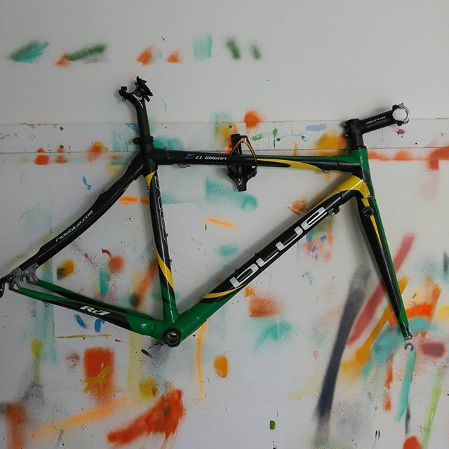 The build is on! Circa 2007, and one of my first sponsored bikes. Following the superlative bar set by @stilldrbre in repurposing retro race bikes as fixies. I'm sure there's a photo of us somewhere both racing on these...
