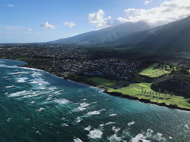 """Lost my phone to the ocean a few days prior, but thankfully @mrsdies let me borrow her phone during our """"doors off"""" helicopter ride. Which was... sort of terrifying & beautiful... all at once. 🤯🚁🌴 #beach #maui #hawaii #helicoptertour #airmaui #waves #vacation #igers #ig #ocean"""