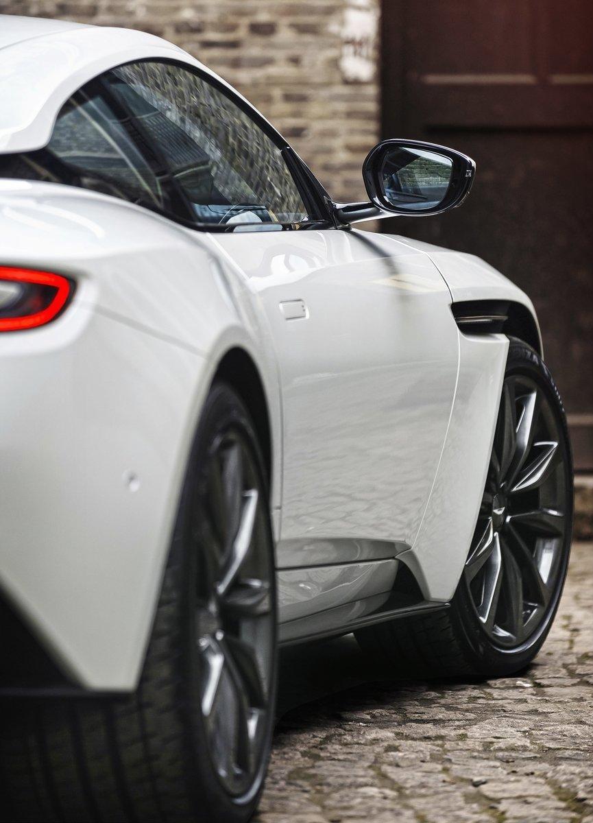 Aston_Martin-DB11_V8-2018-1600-13.jpg