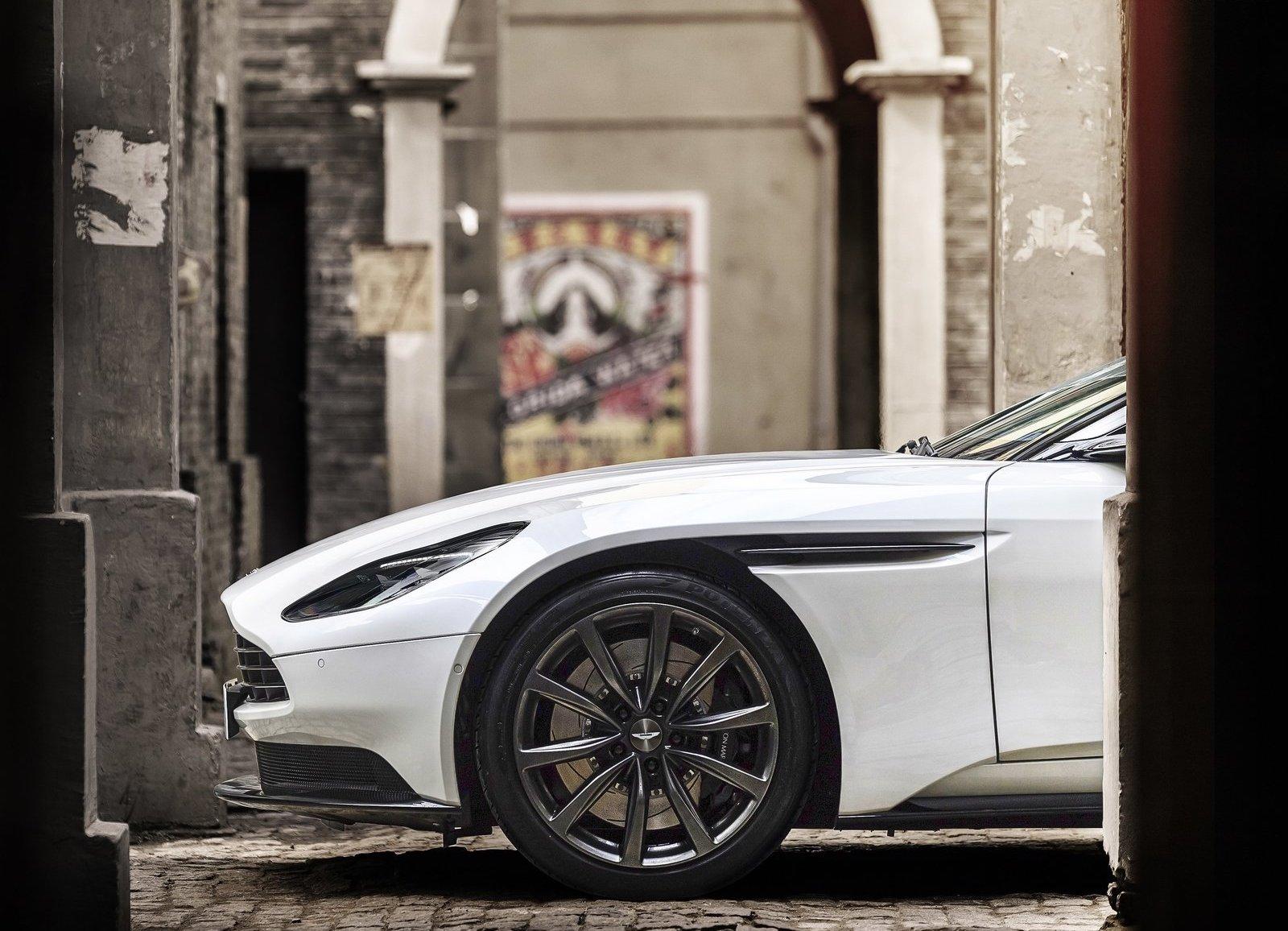 Aston_Martin-DB11_V8-2018-1600-0b.jpg