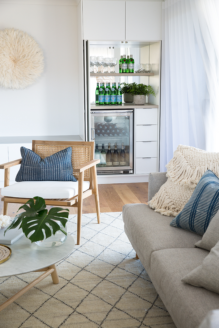An inbuilt mini-bar design enables easy entertaining, creating a compact storage space for drinks and nibbles when entertaining and a streamlined closed cupboard when not in use.