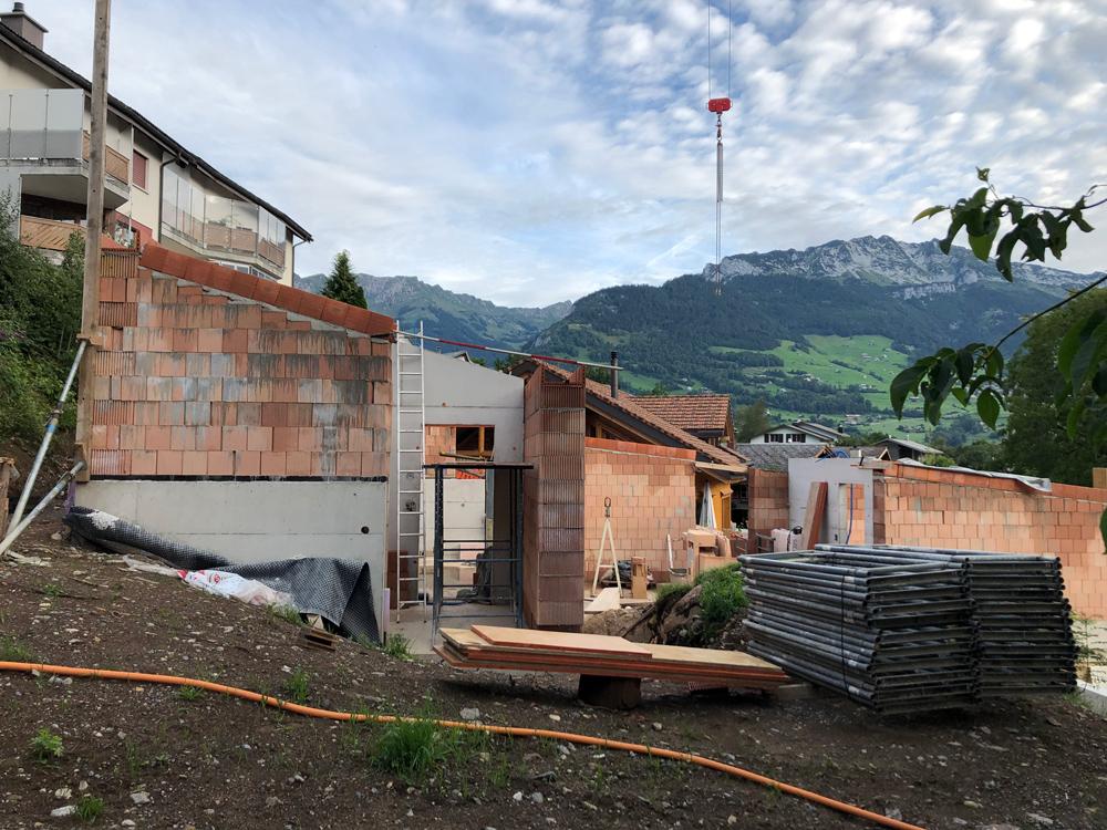 20. August 2019 -  Haus am Hang  - Fertig gemauert