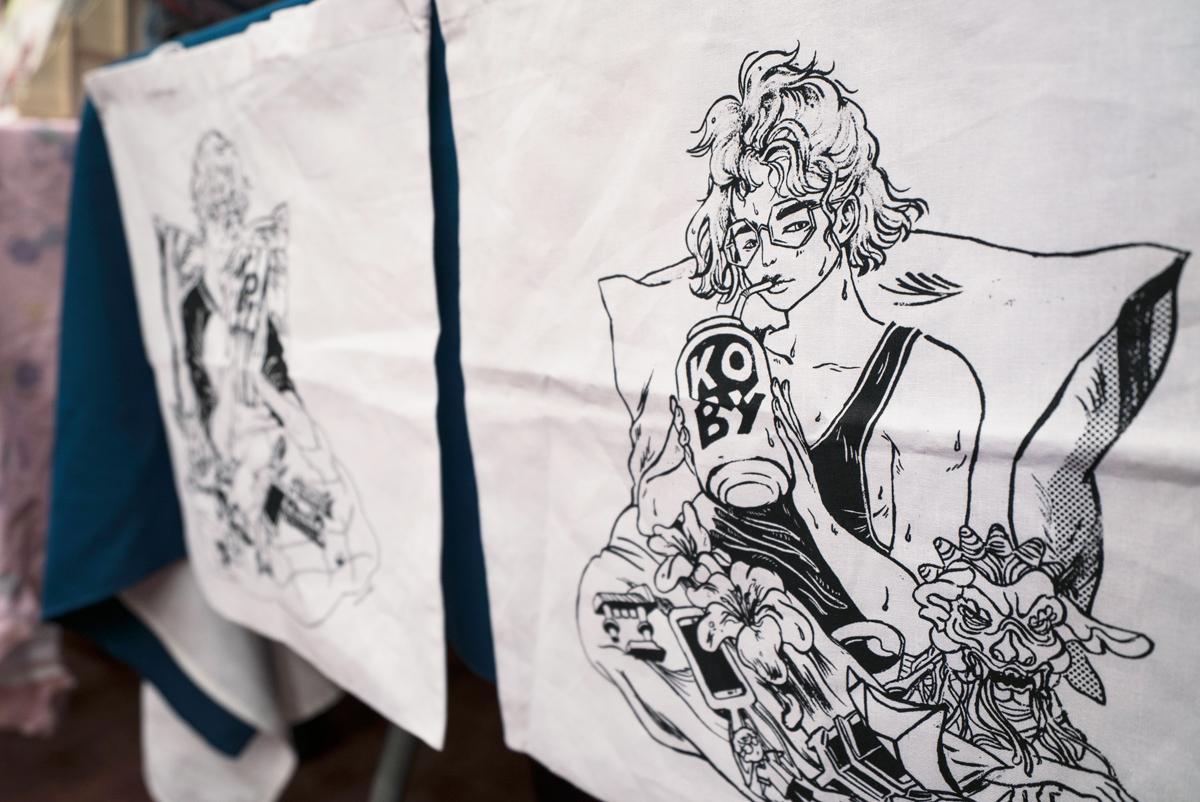 Screenprinted tote bags    Photographer:  Angela Bao