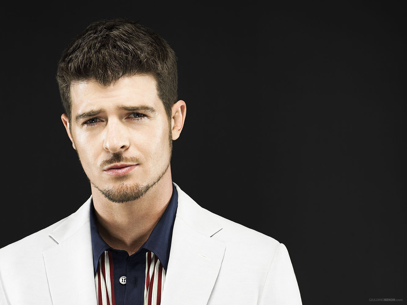 robin-thicke-gives-speech-during-performance-i-want-my-girl-back.jpg