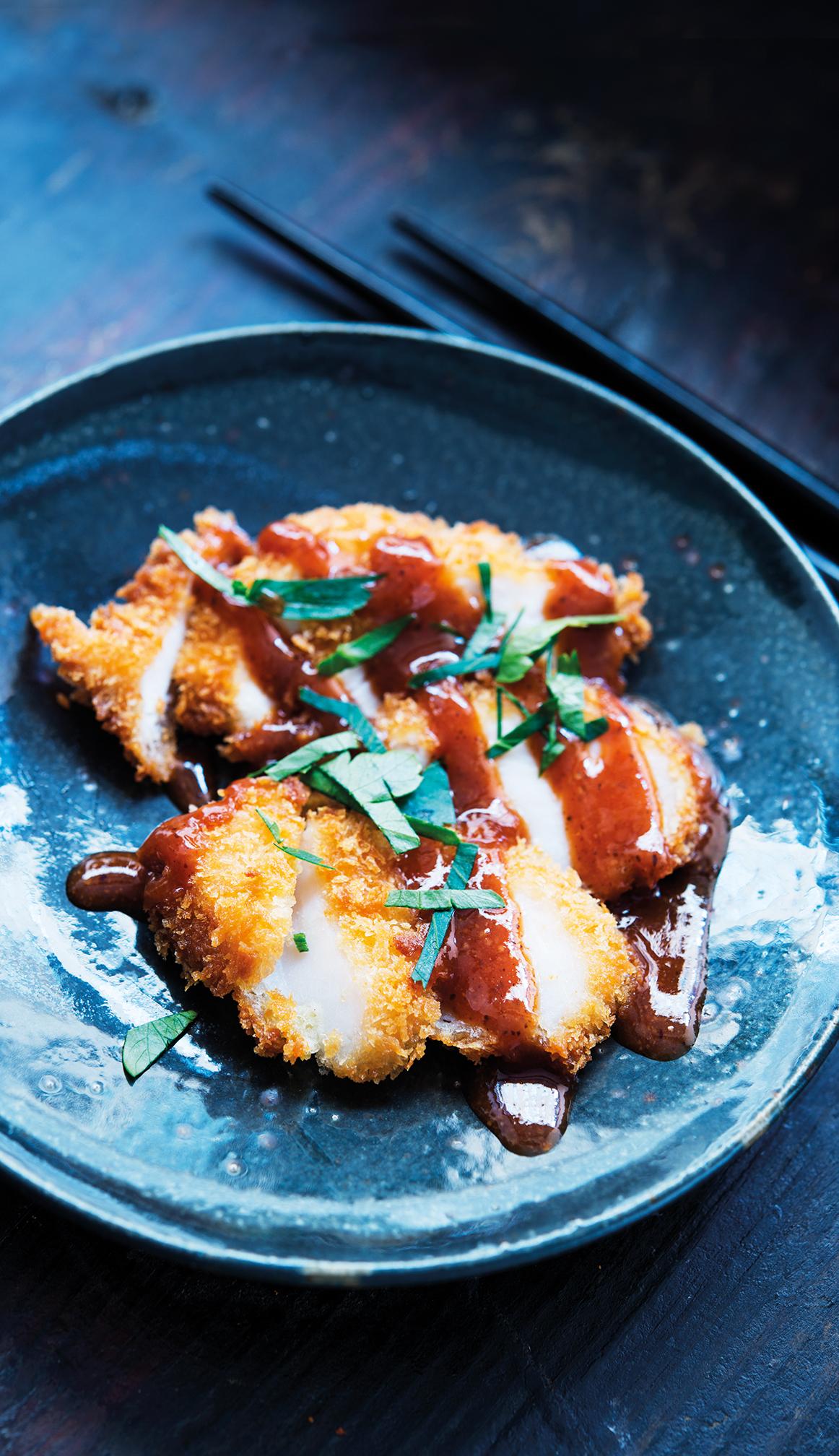 Friterad kycklingfilé på koreanskt vis.En av många läckra rätter du kan laga med såserna från Imo.  Fotograf: Ingvar Eriksson