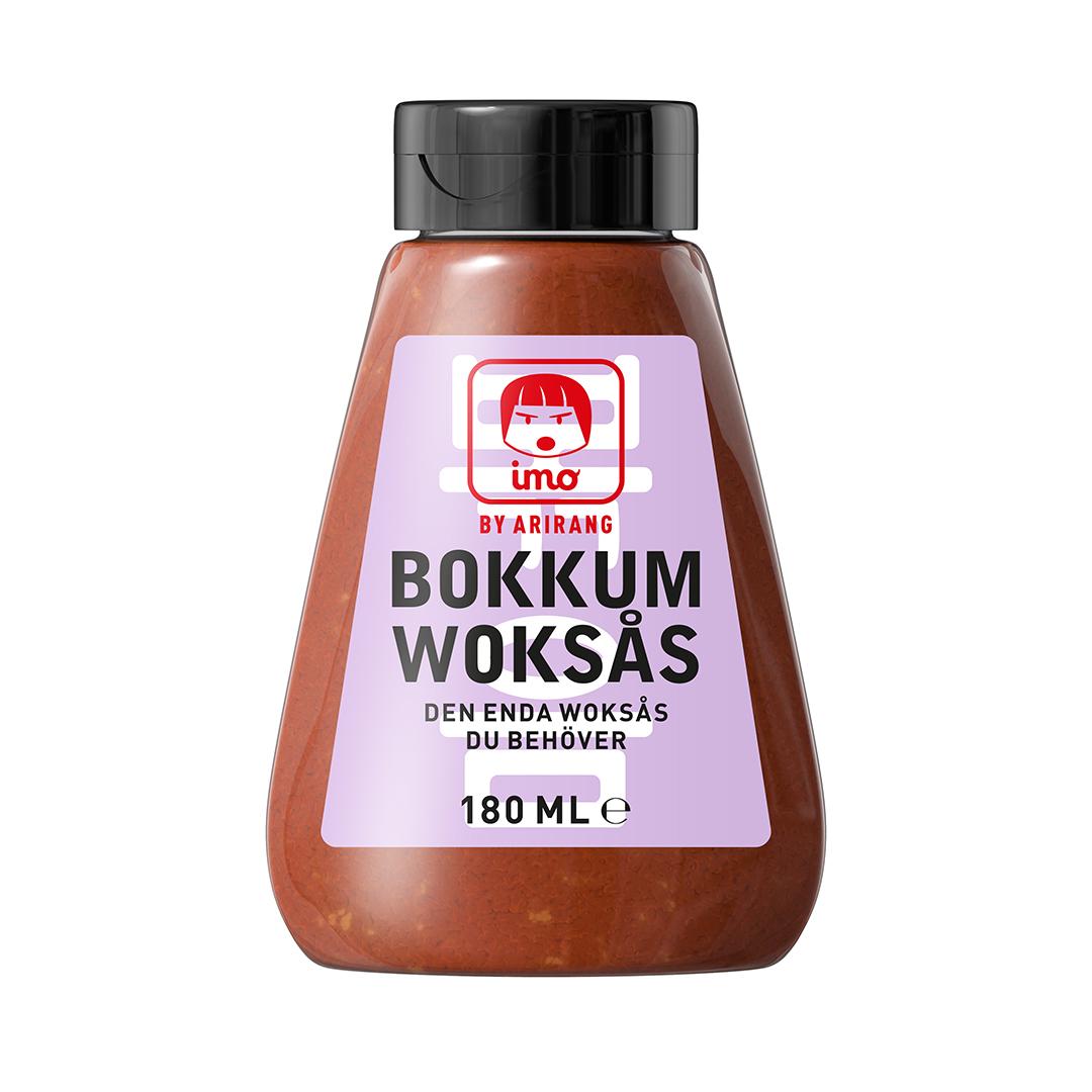Bokkum Woksås - Imo Bokkum Woksås är lika god i stekpannan som i woken. Eller som grillglaze!Ingredienser:Sambal Oelek (färsk chili, salt, surhetsreglerande medel E260, konserveringsmedel E211), socker, fermenterad sojasås (vatten, sojaböna, vete, salt, glukos-fruktossirap, konserveringsmedel E 211, alkohol, lakritsextrakt, jästextrakt, sötningsmedel E955), vitlök, krydda, modifierad stärkelse, salt.Näringsdeklaration per 100 gram:Energi 550 kJ/130 kcal, Fett <0,5 g (varav mättatfett <0,5 g), Kolhydrat 28 g (varav sockerarter 17,1 g), Protein 2,4 g, Salt 10,3 g.