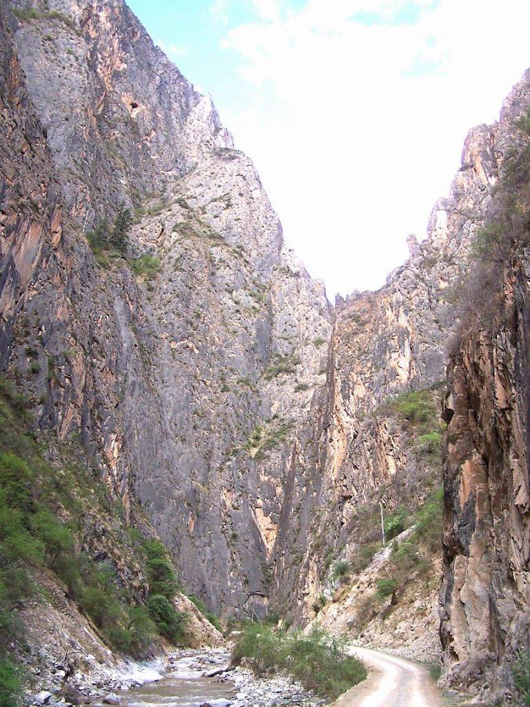 Towards Lhodzong