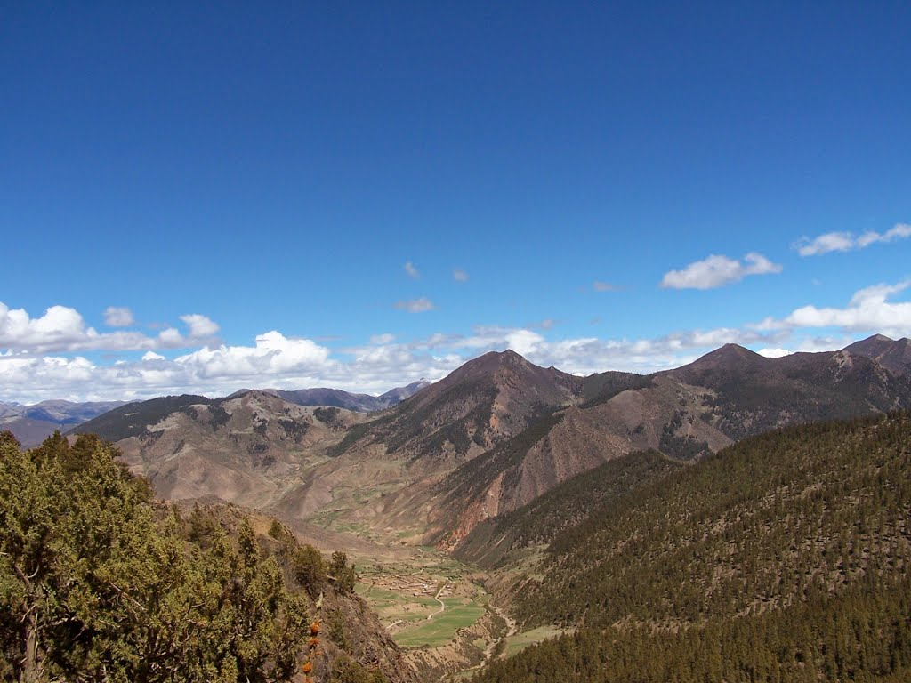 Westwards from Lhodzong